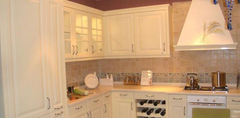 厨房石英石台面颜色选择哪种比较好答:用深色,冷色调较好,如灰色,棕色